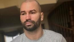 «Выиграть ради нее»: Друг Конора Макгрегора намекнул нароман спевицей Зарой
