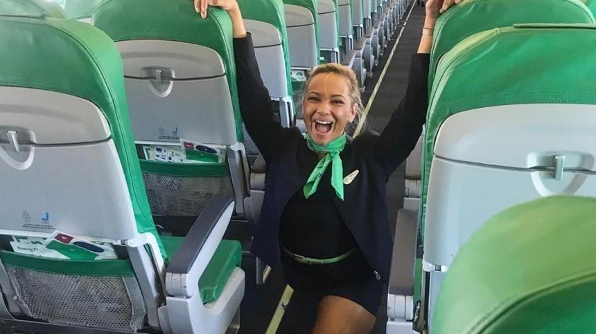Конкурентка Волочковой: стюардесса изГолландии села нашпагат всамолете