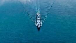 Российский фрегат столкнулся сгражданским судном впроливе между Данией иШвецией