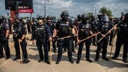 Американский Луисвилл вогне: решение суда пополицейским вывело людей наулицу