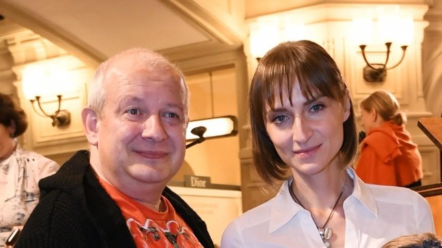 После кладбища клюбовнику: Вдова Марьянова закрутила роман через месяц после смерти мужа