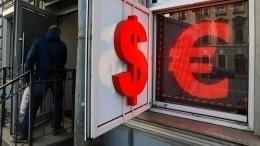 Евро превысил отметку в91 рубль, адоллар— в78 рублей