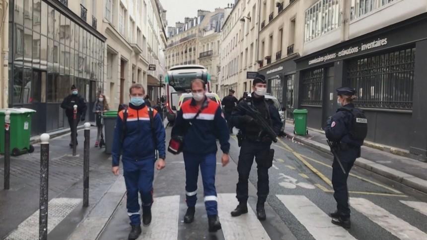 Глава МВД Франции назвал терактом резню вцентре Парижа