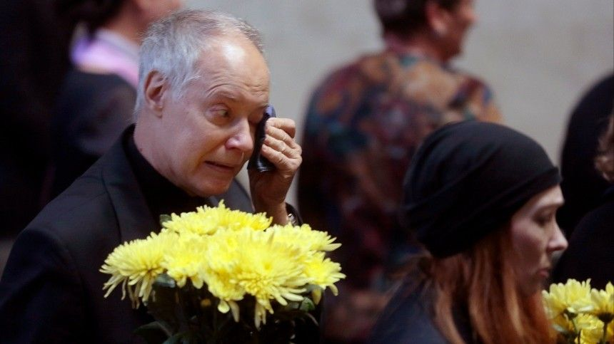 «Какбы несорвался»: пользователи сети переживают запотерявшего дочь Конкина
