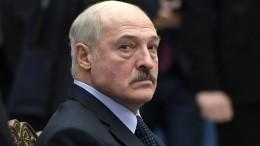 Макрон предложил Лукашенко добровольно уйти споста президента Белоруссии