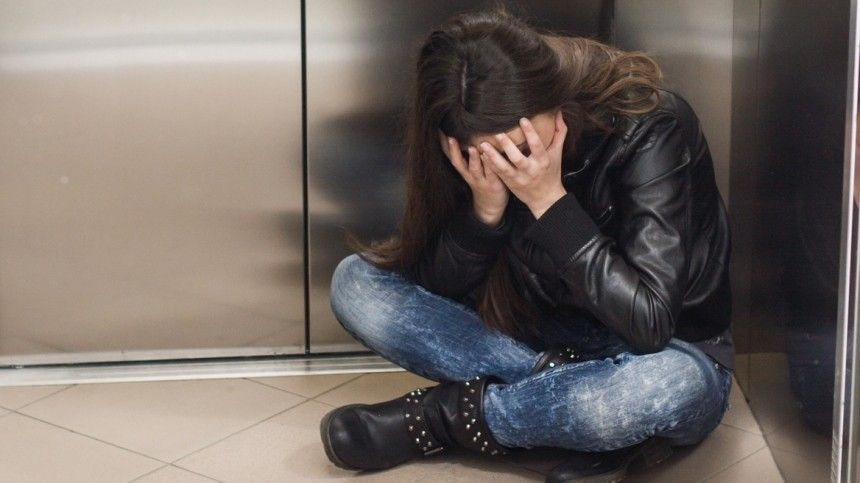 Педофил надругался над девочкой влифте под Петербургом