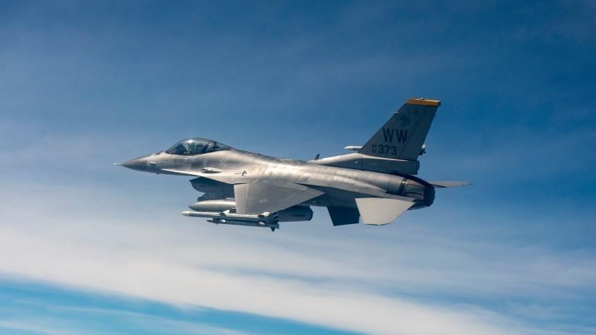 Анкара опровергла заявление Еревана осбитом турецким F-16 армянском Су-25