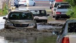 Плывут машины иарбузы: Керчь ушла под воду после мощного ливня