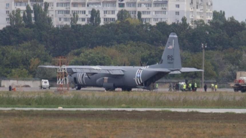 Отказал двигатель: самолет ВВС США C-130 Hercules экстренно сел вОдессе