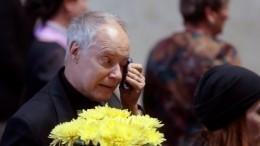 «Слег иневстает»: Конкин выгнал близких изквартиры после похорон дочери