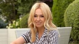 «Главное бутылку подержать»: Рудковская умилилась, как Гном Гномыч кормит братика