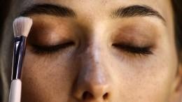 Театральный грим или натуральный румянец: что макияж может сказать охарактере женщины