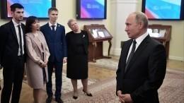 Путин поздравил российских учителей спрофессиональным праздником