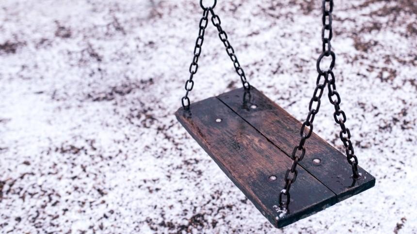 ВПерми девятилетний мальчик разбился, упав скачелей— шокирующее видео (18+)