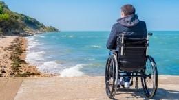 Видео: Инвалид-колясочник бросился вморе, чтобы спасти утопающего вАнапе
