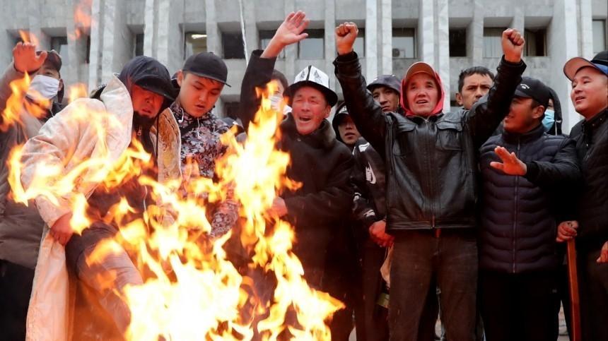 Президент Киргизии приказал ввести режим ЧПвБишкеке