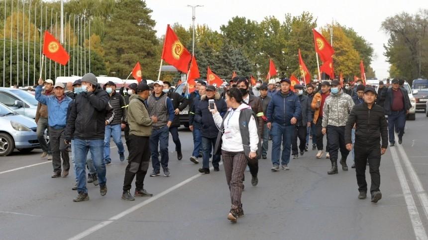 Президент Киргизии отправил вотставку правительство страны