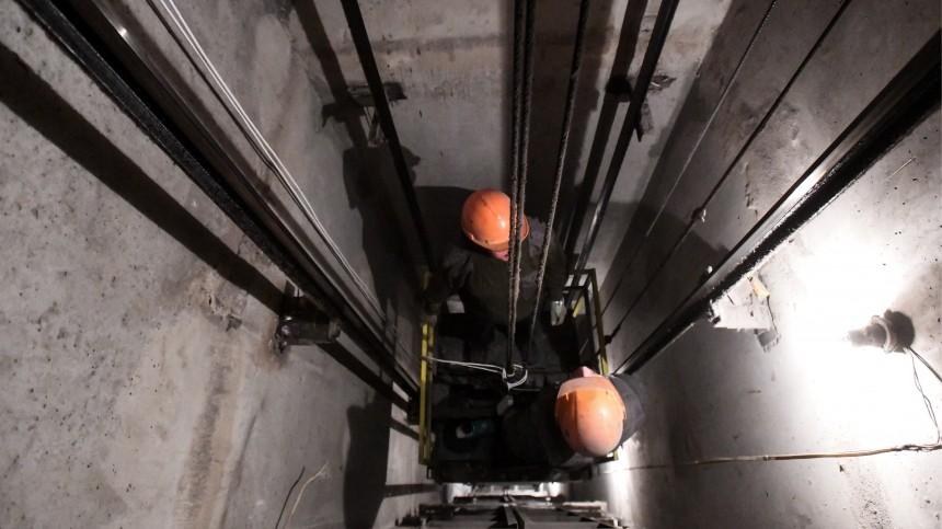 Лифт спассажирами внутри рухнул впетербургской многоэтажке