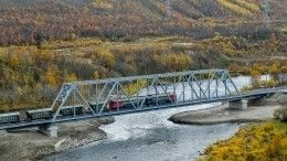 Двухэтажный поезд открыл движение поновому мосту вМурманске