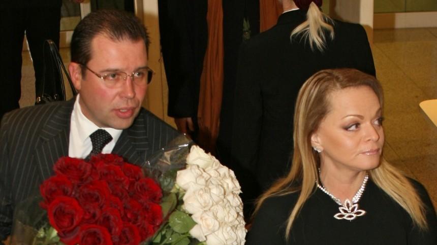 Убывшего мужа Ларисы Долиной может быть другая семья