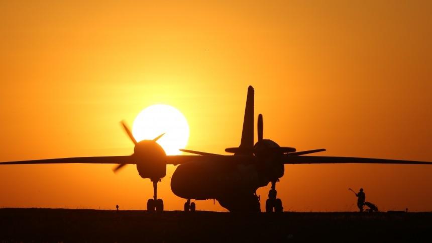 Грузовой самолет Ан-32 загорелся вовремя посадки вПеру— видео момента