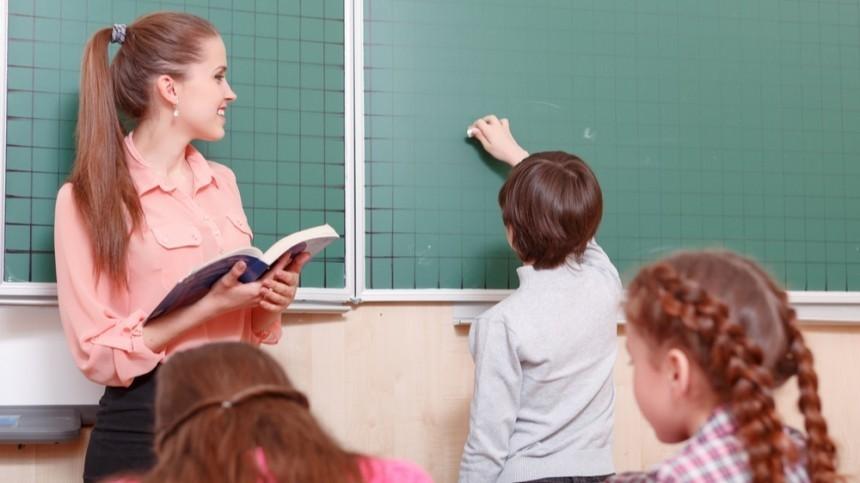 Из-за COVID-19 вшколах Москвы вместо учителей будут работать студенты