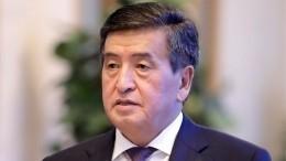 Протестующие выдвигают новые требования после ухода президента Киргизии вотставку