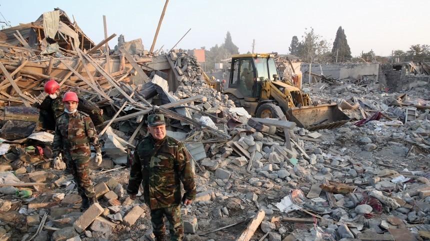 МЧС Азербайджана сообщило о13 погибших при ракетном обстреле Гянджи
