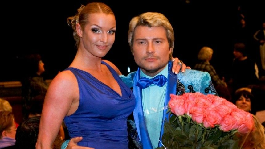 «Нимфа» Волочкова сняла трусы перед чужим мужем накурорте
