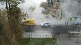 Малый проспект Васильевского острова вПетербурге перекрыт из-за прорыва трубы