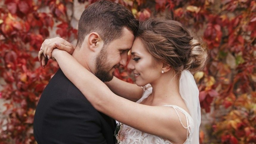 Социологи назвали лучший возраст для удачного брака