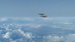 Видео: Су-27 перехватил французские истребители над Черным морем