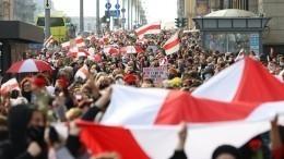 Массовыми задержаниями завершился очередной день протестов вБелоруссии— видео