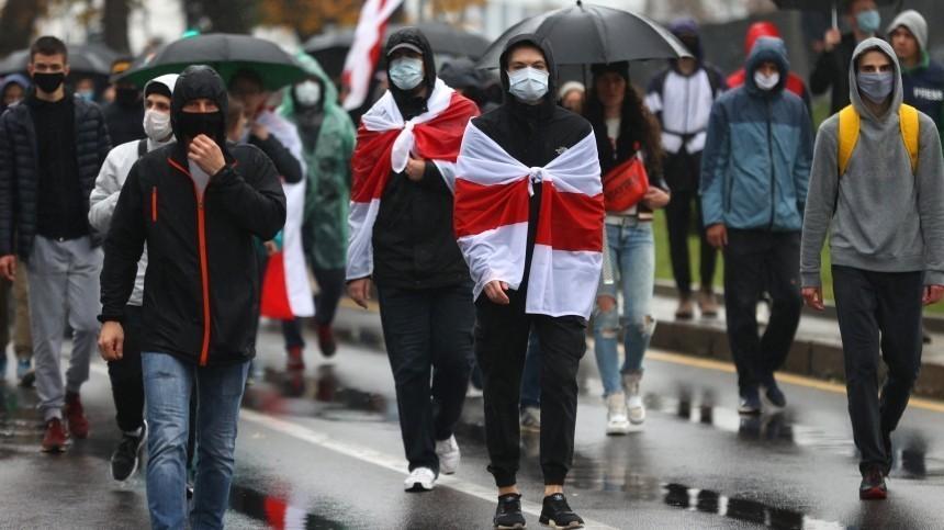 Лукашенко потребовал отчислить студентов-участников массовых протестов