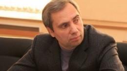Гонщик «Формулы-1» приехал напрощание сотцом— депутатом Петровым— видео