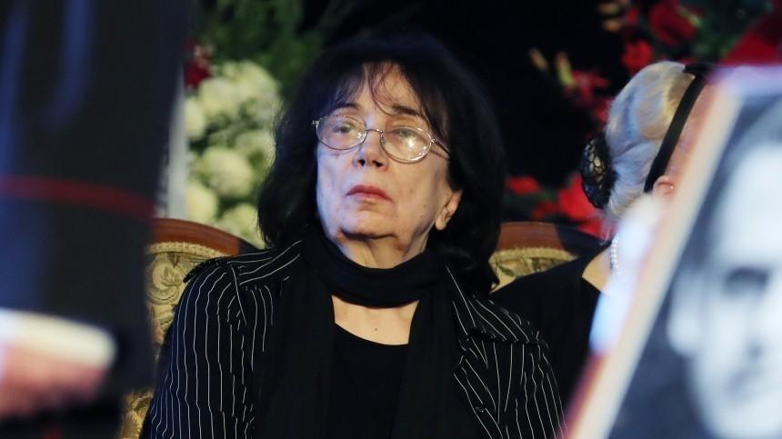 «Нежаждем крови»: Как вдова идочь Баталова отреагировали нарешение суда поделу онаследстве