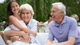 Google посвятил дудл Дню бабушек идедушек