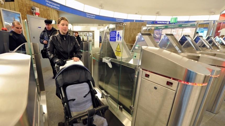 Главное— безопасность: вметро Петербурга пояснили, как провозить детские коляски