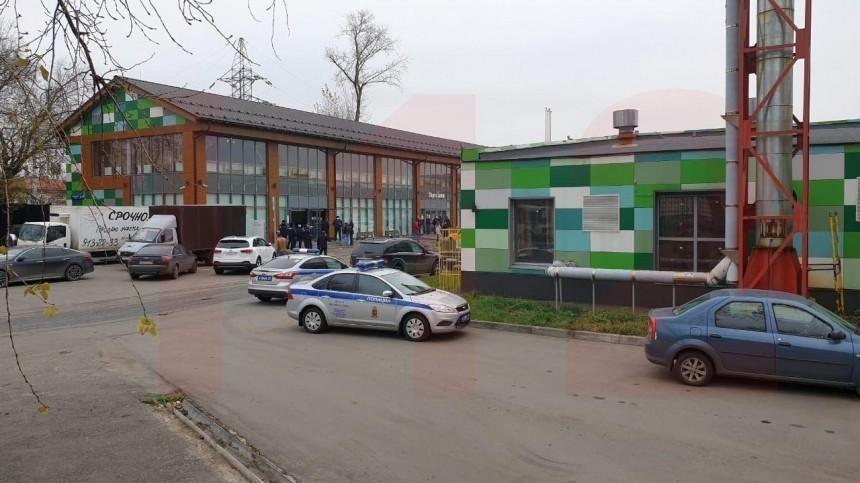 Полиция задержала облившегося бензином водителя вофисе Яндекс. Такси