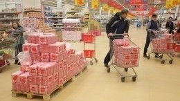 Страх ограничений: россияне начали закупаться впрок наслучай закрытия магазинов