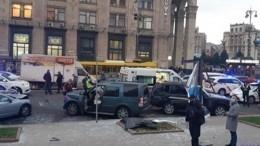 Момент тарана иномаркой людей вцентре Киева попал навидео (18+)