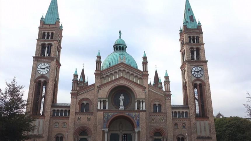 Около 50 человек вВене разгромили католическую церковь