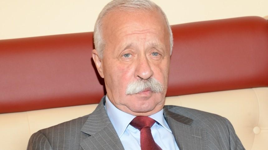 «Чуть спину неполомал»: Якубович рассказал, как прыгнул совторого этажа