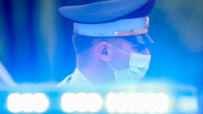 Мужчина напал настоличных полицейских уздания ГУМВД