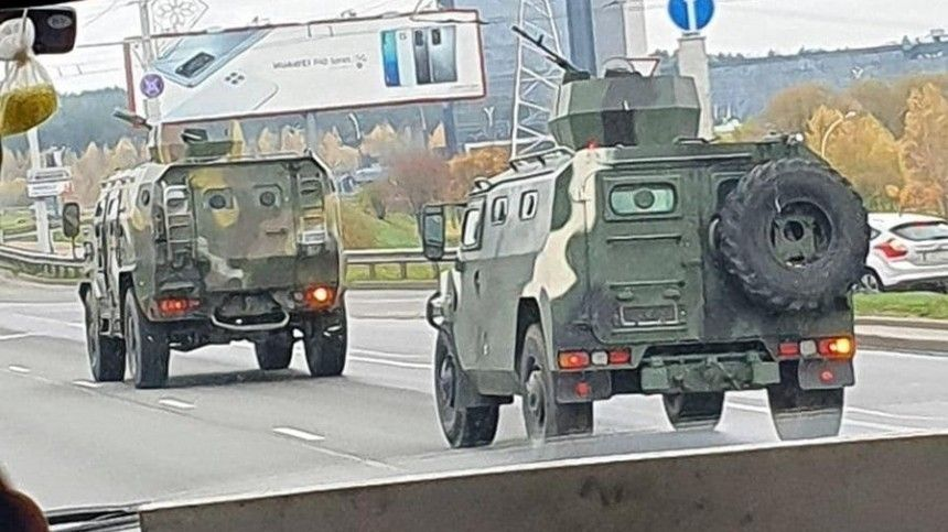 Бронетехнику спулеметами заметили перед акцией оппозиции вМинске