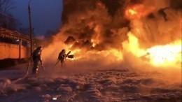 ВТвери огонь перекинулся навторой ангар— видео