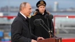«Пандемия пандемией, ажизнь продолжается»— Путин поднял флаг наледоколе «Черномырдин»
