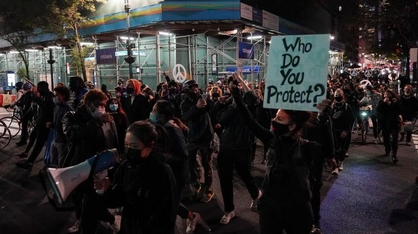 ВНью-Йорке полиция задерживает участников протеста— видео
