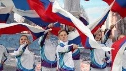 Путин вДень народного единства встретился смолодежью наКрасной площади