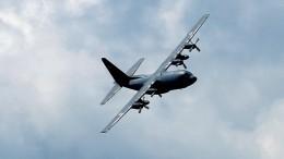 Военный самолет C-130 экстренно сел вХабаровске из-за отказа двигателей
